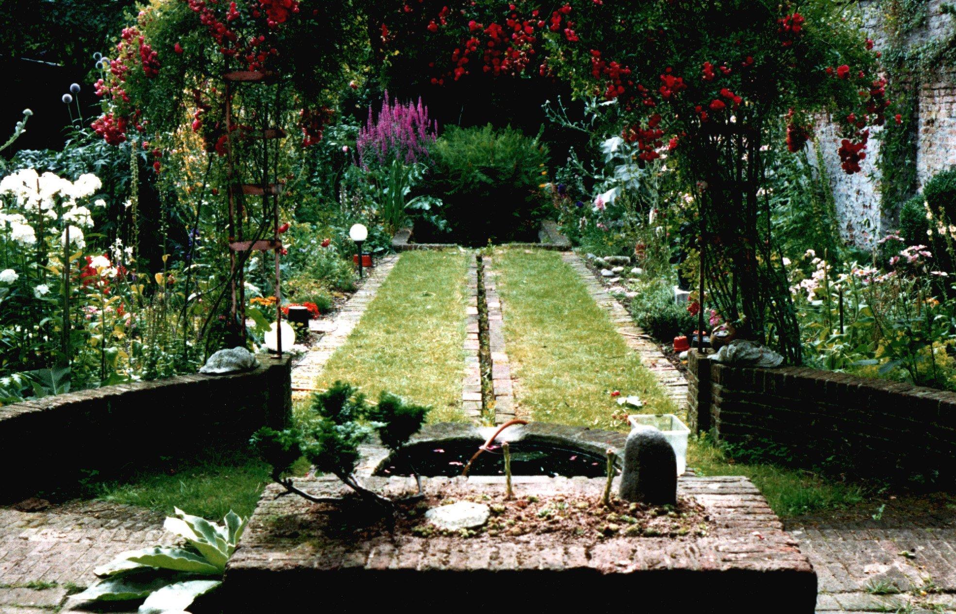 De huidige tuin die wel iets heeft van de verdwenen spaanse tuin